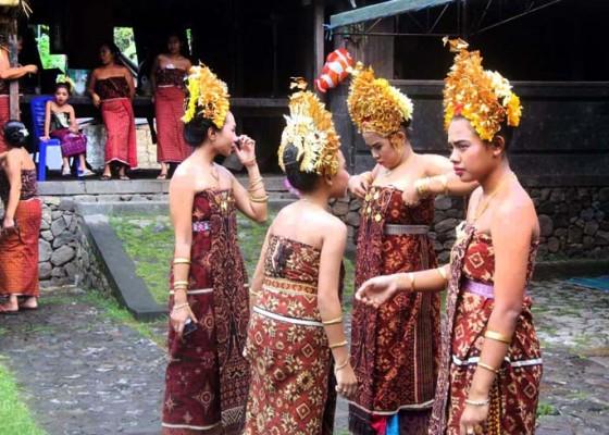 Nusabali.com - kain-gringsing-duperjuangkan-dapat-pengesahan-unesco