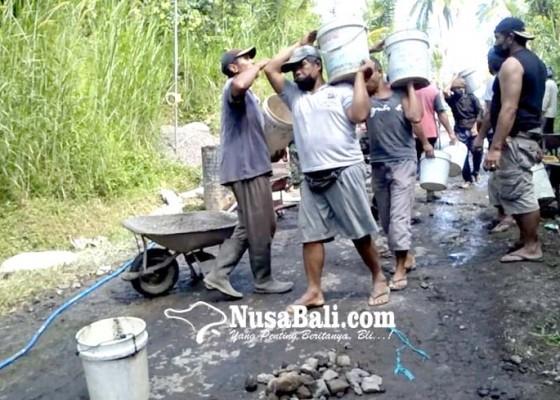 Nusabali.com - warga-berswadaya-perbaiki-jalan