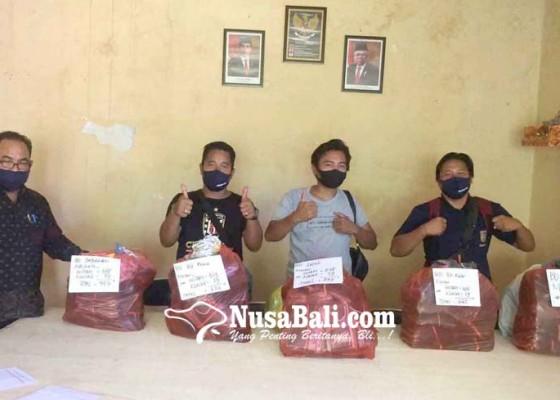 Nusabali.com - perbekel-desa-purwakerti-bagikan-3295-masker