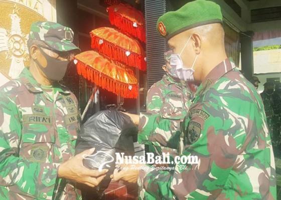 Nusabali.com - kodim-1609buleleng-bantu-200-paket-sembako