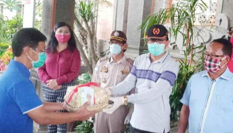 www.nusabali.com-masyarakat-terdampak-covid-19-dapat-bantuan-500-paket-ikan-dari-kkp