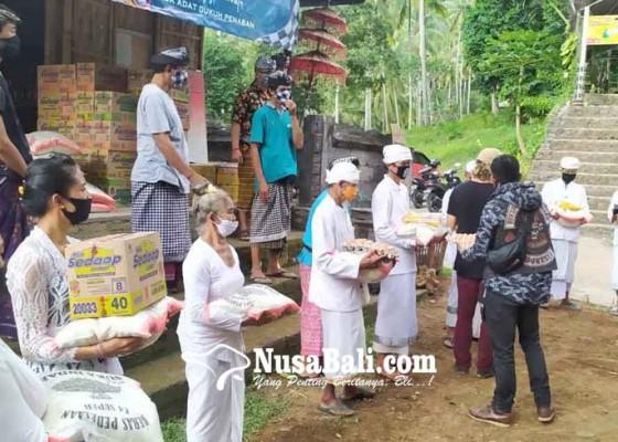 Nusabali.com - pamangku-kahyangan-tiga-dapat-bantuan-sembako