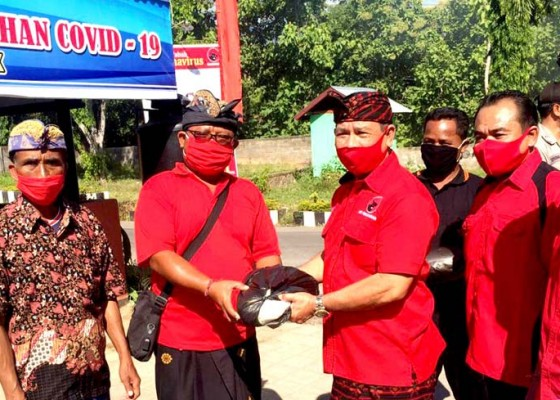 Nusabali.com - sisihkan-gaji-rochineng-kembali-gelontor-3-ton-beras