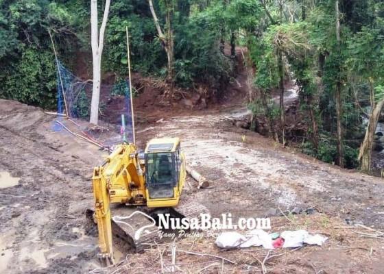 Nusabali.com - permudah-akses-melasti-banjar-adat-kawan-buka-jalan