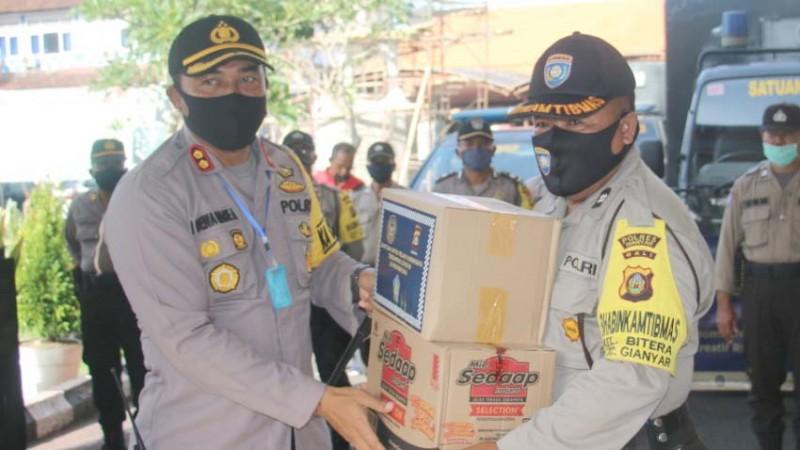 www.nusabali.com-polres-salurkan-2563-paket-sembako-untuk-pekerja-pariwisata