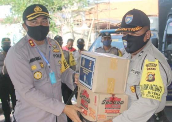 Nusabali.com - polres-salurkan-2563-paket-sembako-untuk-pekerja-pariwisata