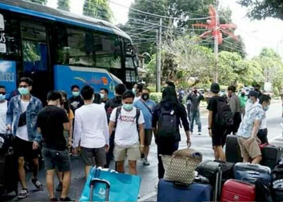 Nusabali.com - lagi-42-pmi-asal-bangli-dipulangkan-setelah-jalani-karantina