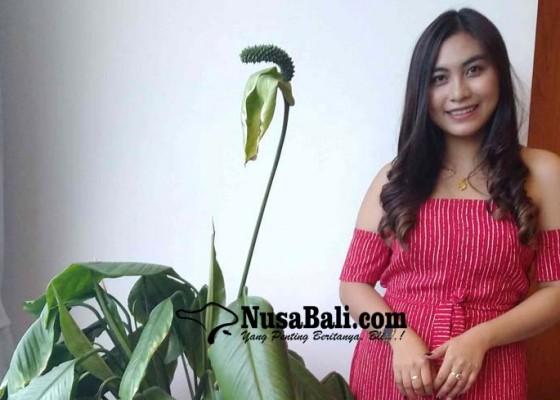 Nusabali.com - tika-pagraky-tampil-beda-dalam-wanita-sepertiku