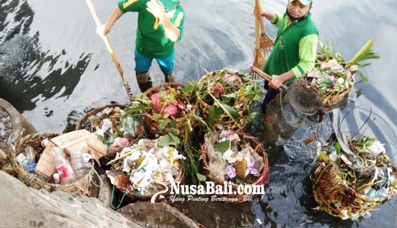 www.nusabali.com-dlh-buleleng-siagakan-34-petugas-jaga-kebersihan-pantai