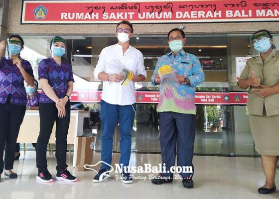 Nusabali.com - koding-next-sumbang-face-shield-untuk-rs-bali-mandara