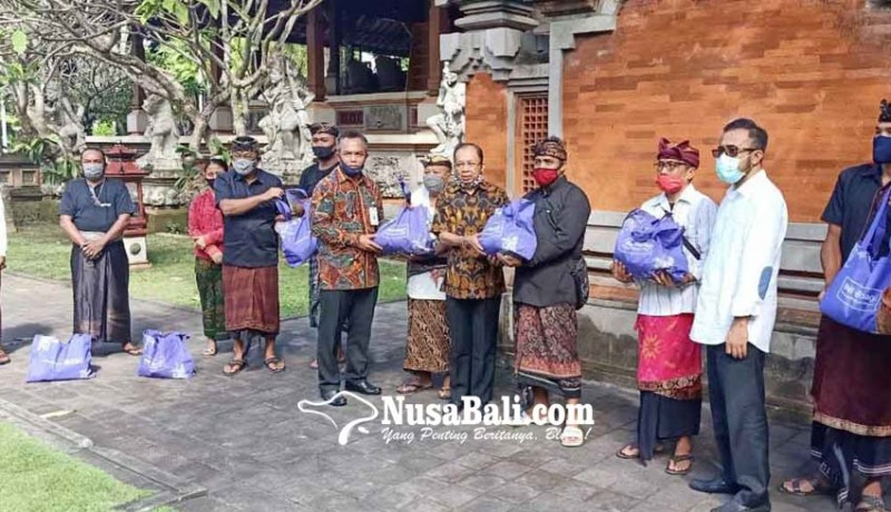www.nusabali.com-gubernur-koster-gelontor-sembako-warga-denpasar