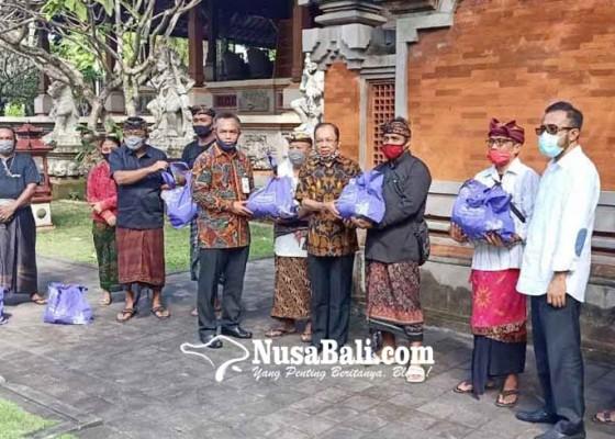 Nusabali.com - gubernur-koster-gelontor-sembako-warga-denpasar