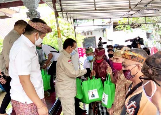 Nusabali.com - bantu-sembako-panglingsir-dadia-aa-gde-agung-ingatkan-de-bengkung