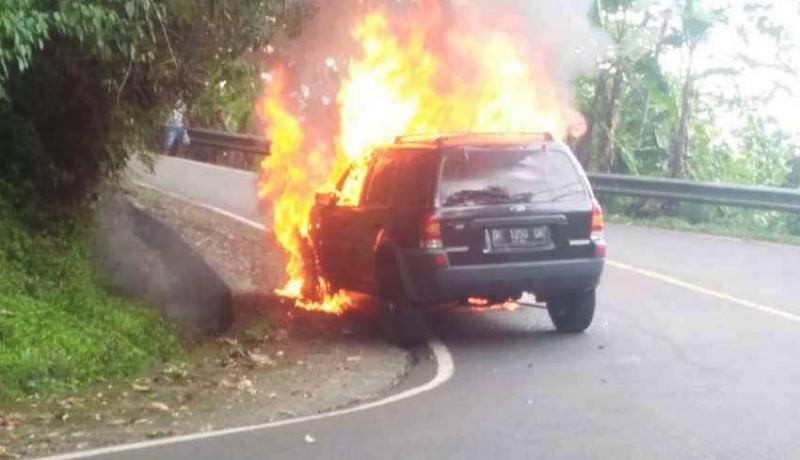 www.nusabali.com-baru-diperbaiki-ford-escape-malah-terbakar-di-gitgit