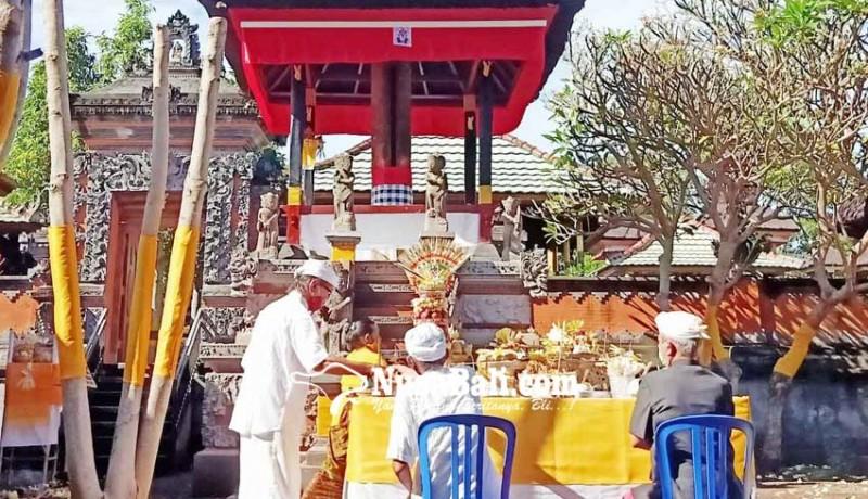 www.nusabali.com-bale-kulkul-pura-desa-adat-buleleng-direstorasi