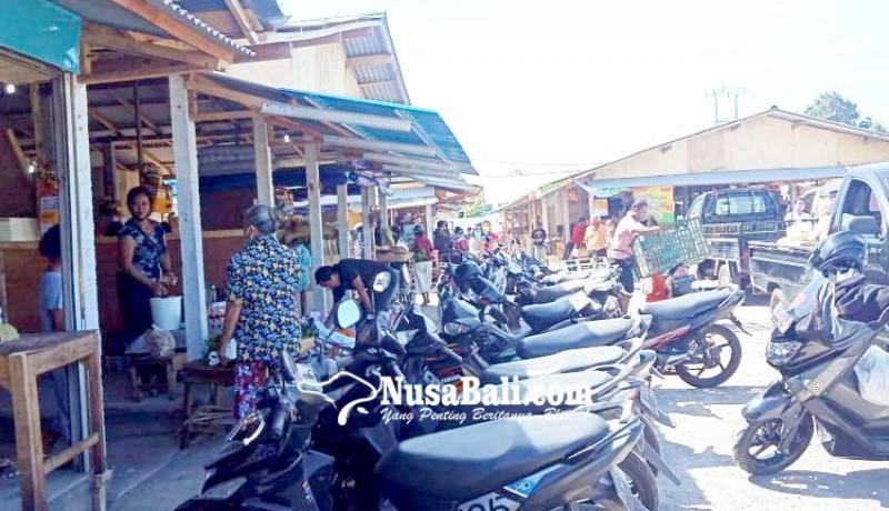www.nusabali.com-parkir-pasar-relokasi-gianyar-semraut