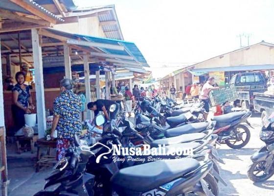 Nusabali.com - parkir-pasar-relokasi-gianyar-semraut