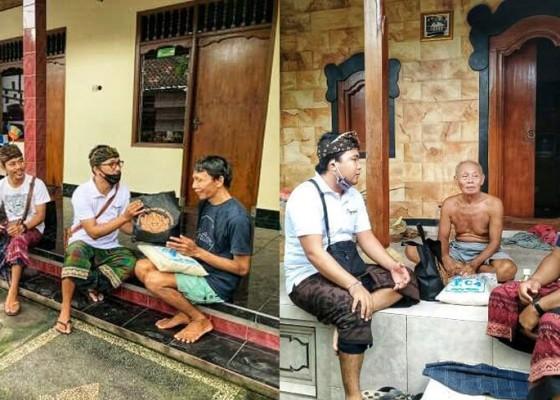 Nusabali.com - komunitas-seni-jagaraga-ngayah-salurkan-sembako-bagi-seniman-singapadu
