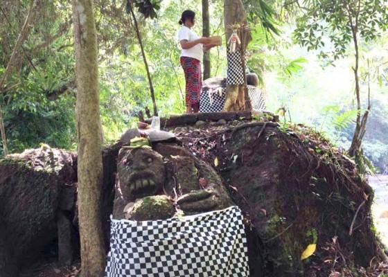Nusabali.com - air-dari-tirtha-nadi-dipercaya-berkhasiat-untuk-obati-penyakit-kulit