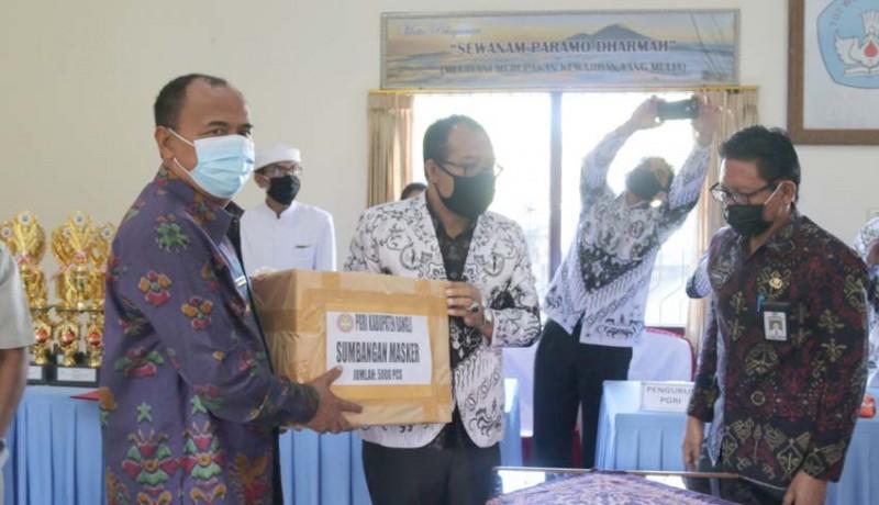 www.nusabali.com-pgri-bagikan-masker-dan-vitamin