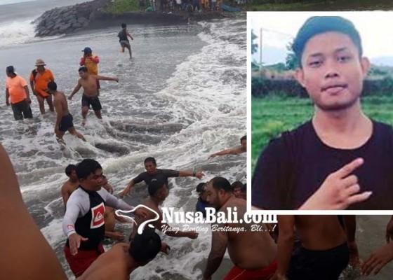 Nusabali.com - tersapu-ombak-anak-tunggal-tewas-tenggelam