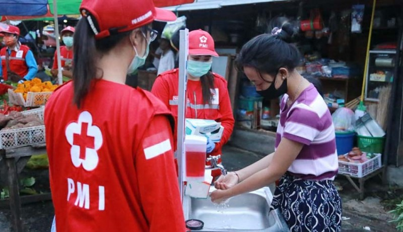 www.nusabali.com-palang-merah-indonesia-edukasi-cegah-covid-19-di-pasar-tegak
