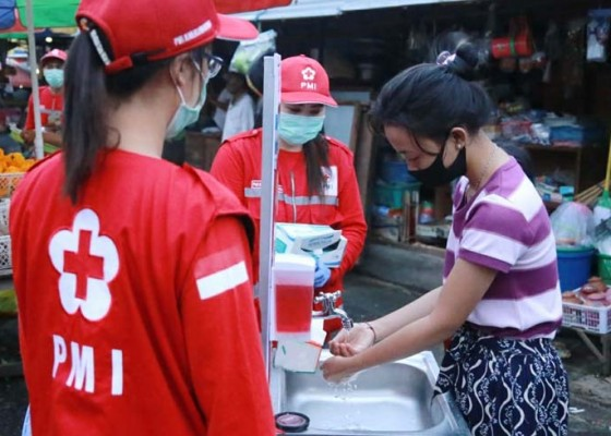 Nusabali.com - palang-merah-indonesia-edukasi-cegah-covid-19-di-pasar-tegak