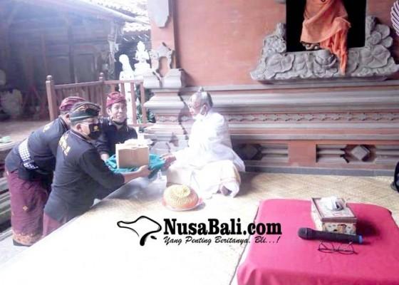 Nusabali.com - mgpssr-bali-sumbangkan-paket-sembako-dan-apd