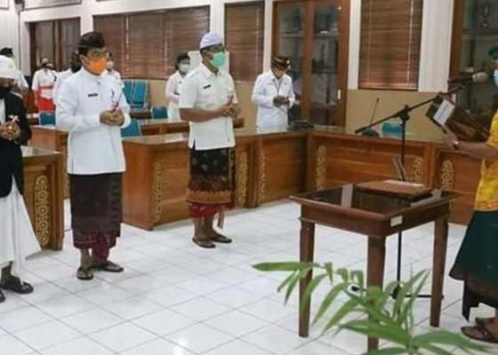 Nusabali.com - bupati-suwirta-lantik-11-pejabat