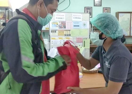 Nusabali.com - usai-donorkan-darahnya-warga-dapat-sembako