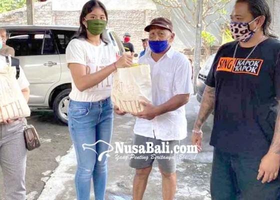 Nusabali.com - rayakan-ultah-siswi-sma-sumbangkan-sembako