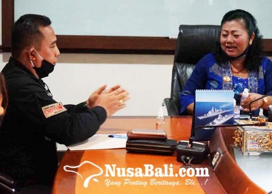Nusabali.com - bupati-mas-sumatri-minta-kpu-irit-anggaran-pilkada