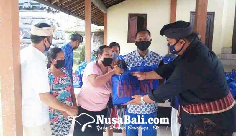 www.nusabali.com-gmt-bagikan-413-paket-sembako-di-7-banjar