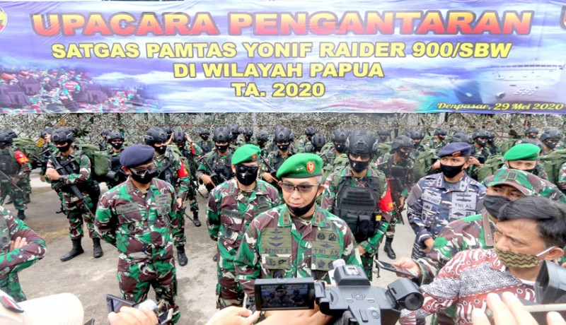 www.nusabali.com-pangdam-lepas-450-prajurit-yonif-raider-900sbw-ke-papua