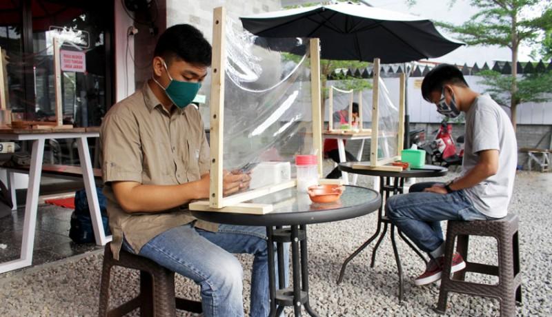 www.nusabali.com-warung-kopi-terapkan-protokol-kesehatan