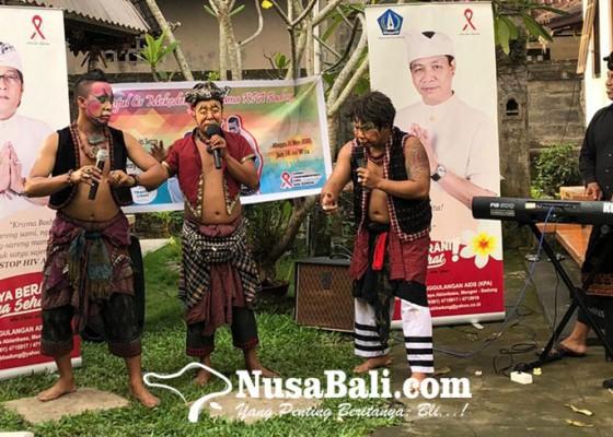 Nusabali.com - peringatan-malam-renungan-aids-nusantara-2020-diramaikan-panjul-cs