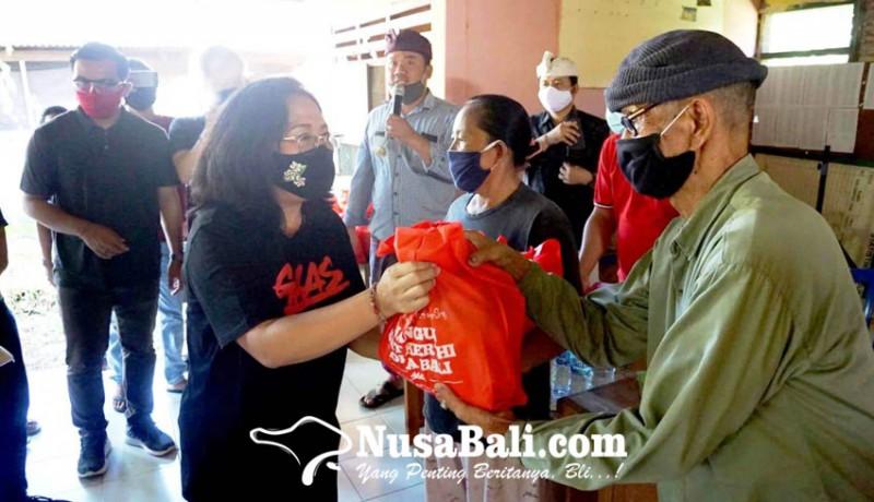 www.nusabali.com-700-paket-sembako-digelontor-nyonya-aris-suradnyana