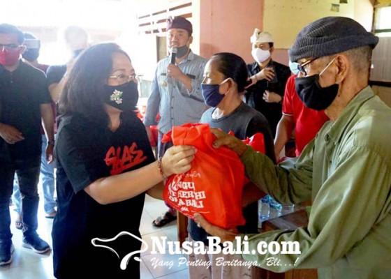 Nusabali.com - 700-paket-sembako-digelontor-nyonya-aris-suradnyana