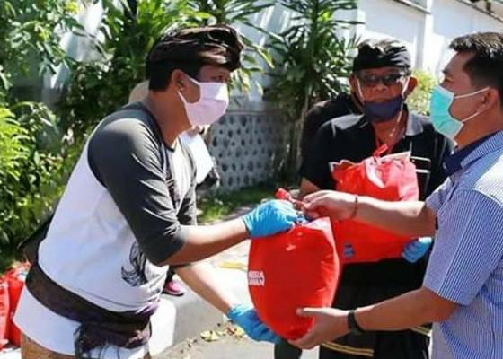 Nusabali.com - keluarga-mantan-pejabat-positif-corona-terima-bantuan