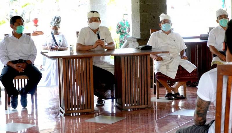 www.nusabali.com-wabup-kembang-sambangi-pmi-karantina