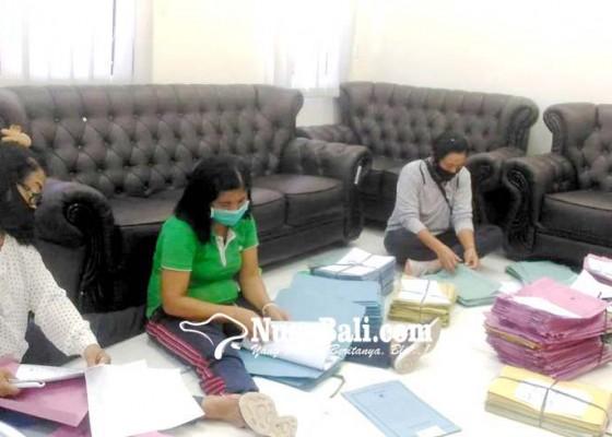 Nusabali.com - dinas-koperasi-bangli-terima-belasan-ribu-berkas-pbsu