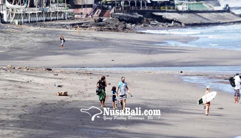 www.nusabali.com-wisatawan-di-pantai-pererenan
