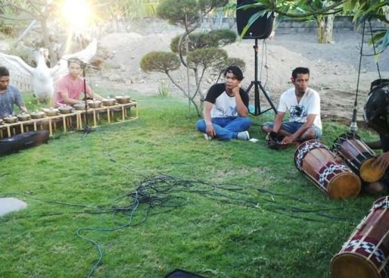 Nusabali.com - penggak-men-mersi-dokumentasikan-gamelan-singapraga