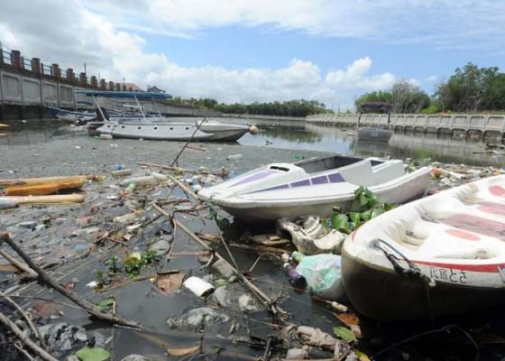 Nusabali.com - hujan-sebentar-sampah-jejali-muara-tukad-mati