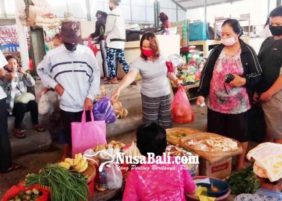 Nusabali.com - awali-new-normal-pengunjung-pasar-terpantau-tertib