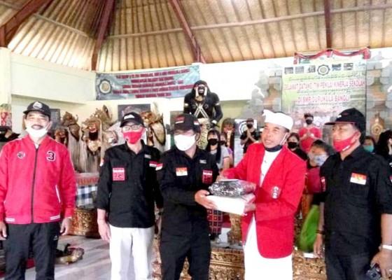 Nusabali.com - bulan-bung-karno-pdip-bangli-salurkan-paket-beras-untuk-yayasan-dan-veteran