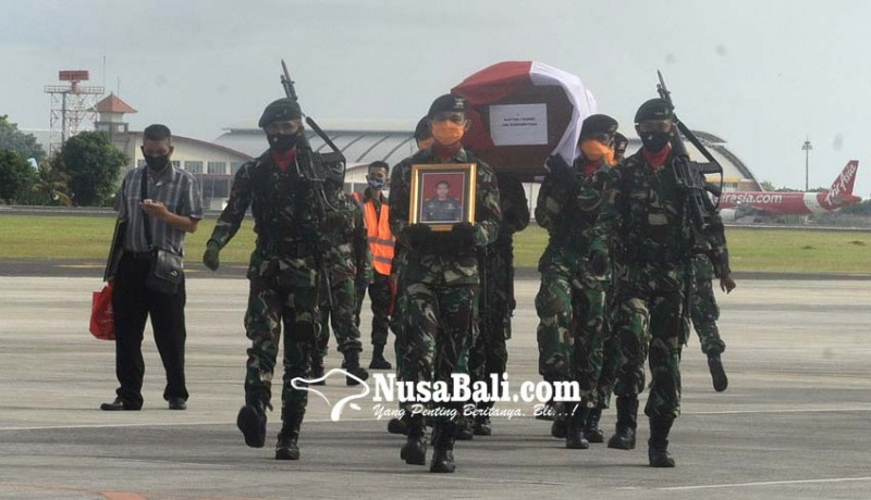 www.nusabali.com-jenazah-almarhum-disambut-isak-tangis-di-rumah-duka