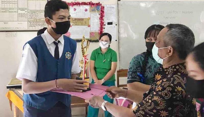 www.nusabali.com-sma-pgri-amlapura-bagi-hadiah-langsung-ke-pemenang
