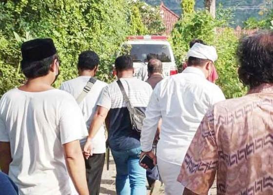 Nusabali.com - bayi-laki-laki-dikoyak-biawak-gegerkan-desa-pemuteran