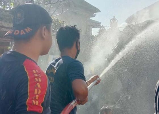 Nusabali.com - bale-peselang-pura-desa-mas-terbakar